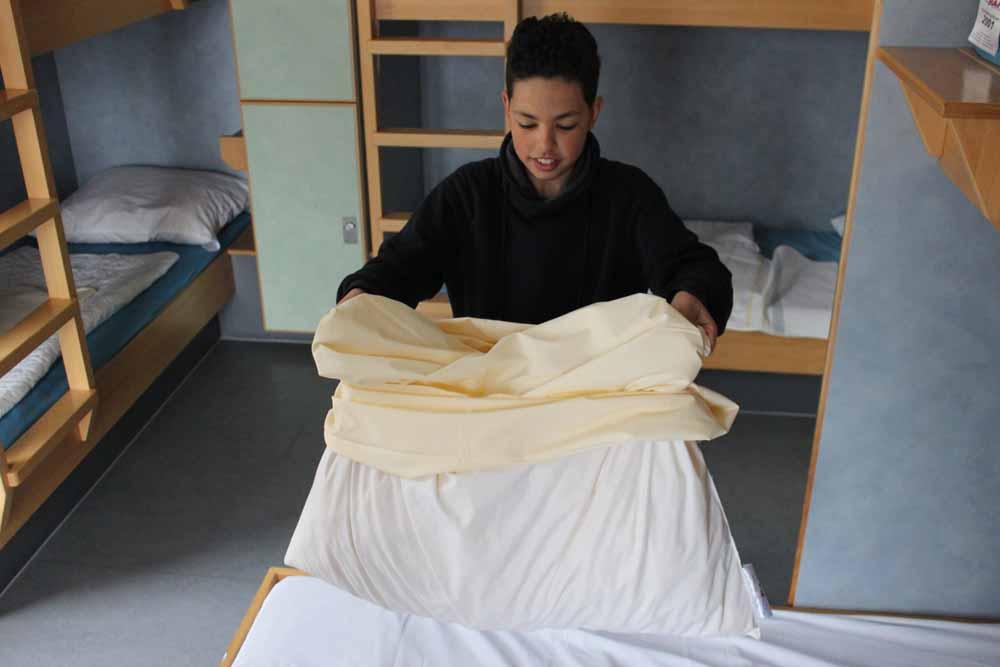 Bekannt Betten beziehen in der Jugendherberge: Ilyas gibt Tipps für Kinder FR13