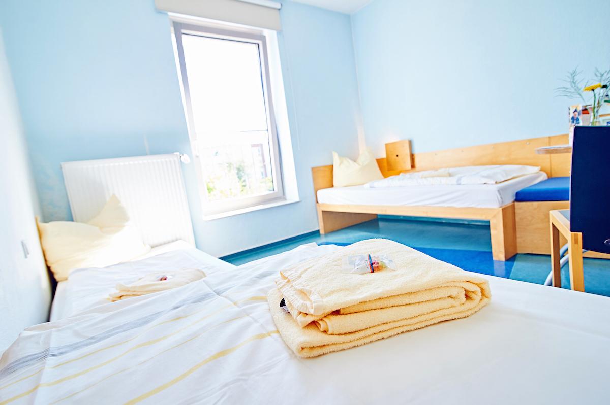 Schlafzimmer Einrichten Weisse Mobel Schwarz Weiss